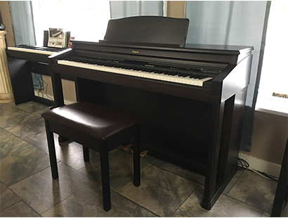 Roland KR-570 Digital Piano