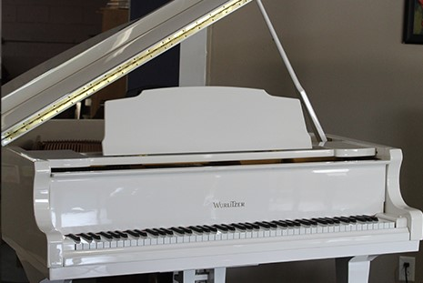 Wurlitzer Grand in High-Polish White